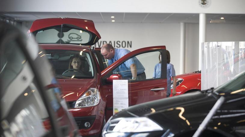 Автомобильный рынок снова свалился в крутое пике