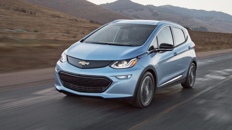 Chevrolet Bolt самостоятельно разбился о собственный гараж