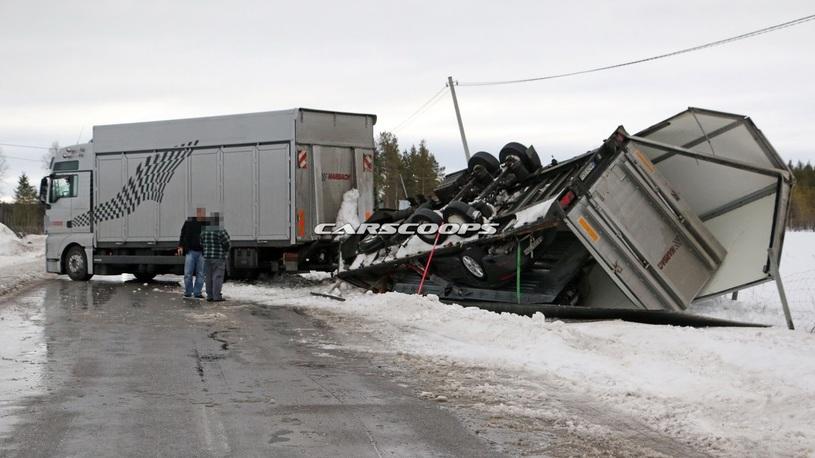 В Швеции перевернулся грузовик с засекреченным спорткаром Porsche
