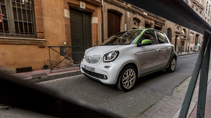 Tecт-драйв новых Smart Electric Drive: маленькие автомобили c большой идеей