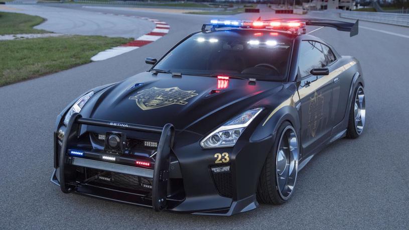 Nissan GT-R превратили в полицейский перехватчик с тараном
