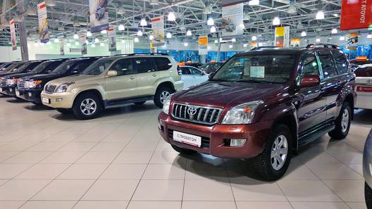 В РФ продажи люксовых авто вконце весеннего периода уменьшились на15%