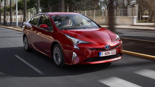 В России начались продажи нового Toyota Prius