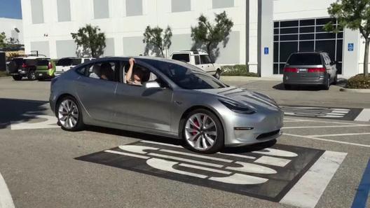 Самый доступный электрокар Tesla