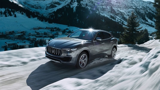 В России резко подскочили продажи Maserati и Bentley