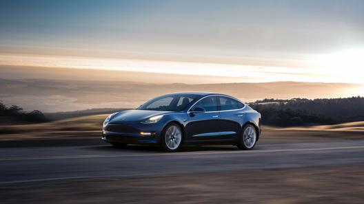 Tesla Model 3 появилась сразу в двух лицах