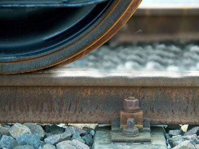 Французский поезд вылетел с моста: число жертв возросло до 7