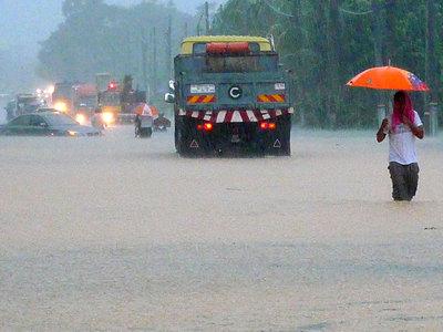 На западе Малайзии объявлена угроза наводнений