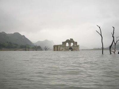 В Мексике из воды показался древний храм