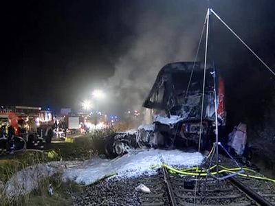 В Германии грузовик столкнулся с поездом: есть жертвы