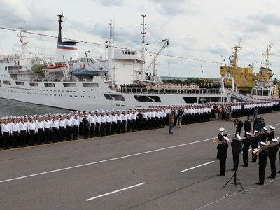 Впервые за 30 лет научное судно ВМФ России отправилось в антарктическую экспедицию
