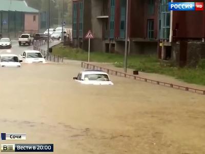 Сочи под водой: 15-часовой ливень привел к заторам на дорогах и приостановке авиасообщения