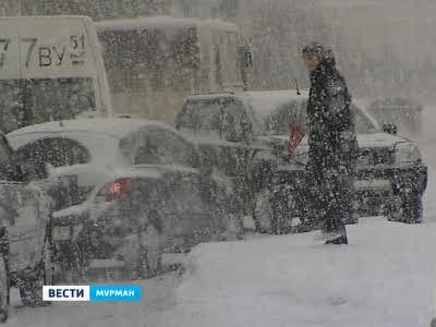 С последствиями снегопада в Заполярье борются 96 единиц техники