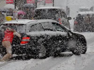 Москвичам напомнили о том, как вести себя в снежных заносах