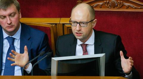 Яценюк поручил правительству отчитаться за год работы