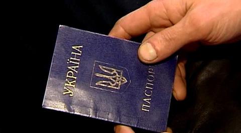 Порошенко согласен заменить в украинских паспортах русский язык на английский