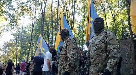 Двести человек в балаклавах попытались взять штурмом горсовет Харькова