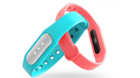 Фитнес-браслет от компании Xiaomi, стоимостью в пятнадцать долларов может измерять пульс владельца