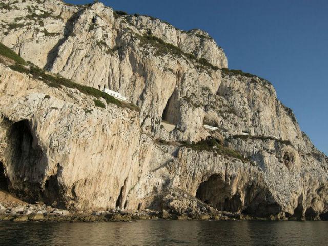 В пещере Горам обитали неандертальцы, которые питались птицей, рыбой и моллюсками (фото Clive Finlayson).