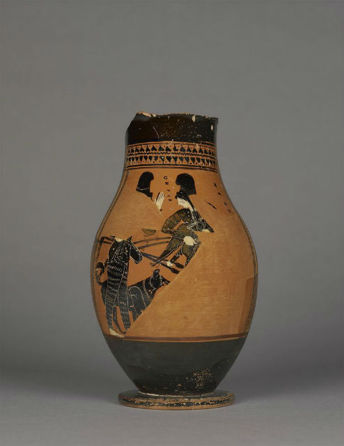 Охотницы с собаками на древней вазе (фото J. Paul Getty Museum).