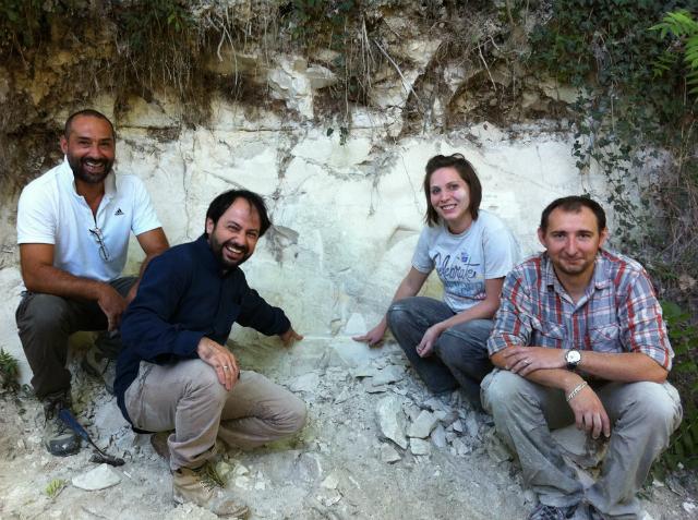 Группа учёных, работающая в бассейне исчезнувшего озера Сульмона (фото Paul Renne).