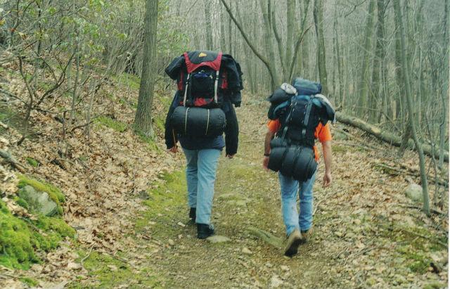 Субтильным туристам нужно нести груз массой меньше, чем их собственное тело (фото Wikimedia Commons).