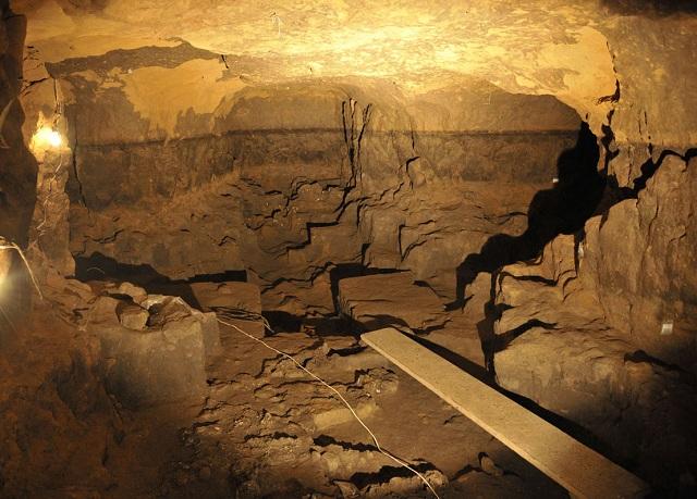 Одна из комнат подземелья (фото Hector Montano/INAH).