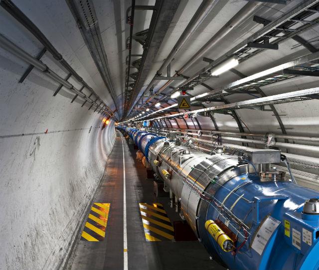 На большинство вопросов физики надеются найти ответы в ходе второго запуска Большого адронного коллайдера (фото Wikimedia Commons).