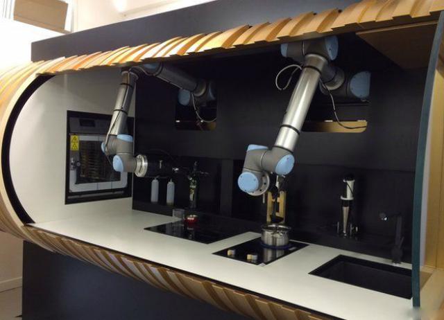 В конечную коммерческую комплектацию будут входить холодильник и посудомоечная машина (фото Moley Robotics).