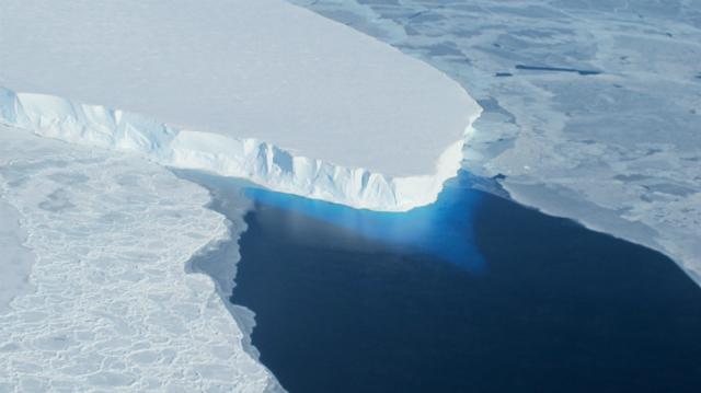 Таяние части ледникового покрова в Западной Антарктике может поднять уровень моря на 1,2 метра (фото NASA).