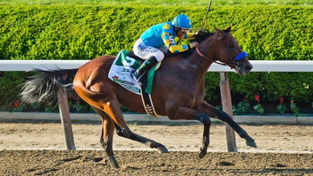 Лошадь Америкен Фараон впервые за последние 37 лет взяла все призы Тройной короны единолично