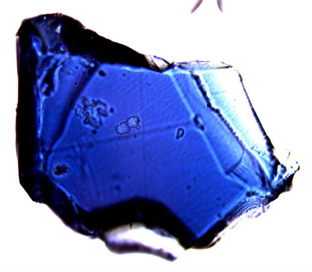 Искусственно синтезированный рингвудит диаметром 150 микрометров (фото Wikimedia Commons).