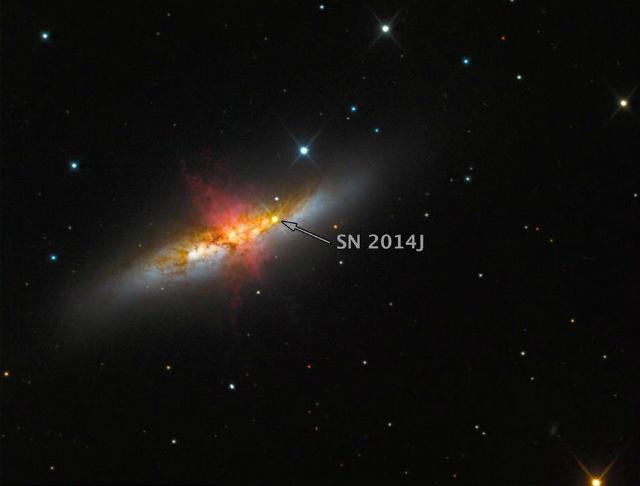 Комбинированный снимок взрыва сверхновой в галактике Сигара (фото Texas Tech University).