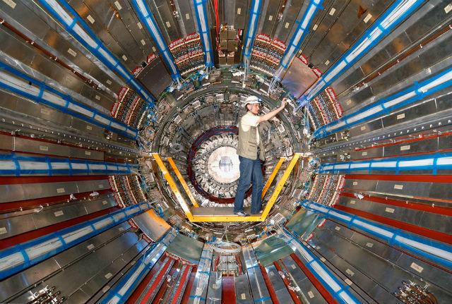 Более года БАК простаивал, но лишь для того чтобы вернуться в строй и показать новые впечатляющие результаты (фото Claudia Marcelloni/CERN).