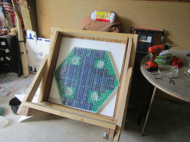Каждая шестигранная панель конструкции оснащена собственной микросхемой (фото Solar Roadways).