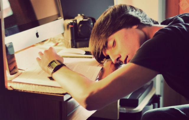 Иногда лучше не зубить всю ночь перед экзаменом, а хорошенько выспаться (фото Luigi Pica/Flickr).