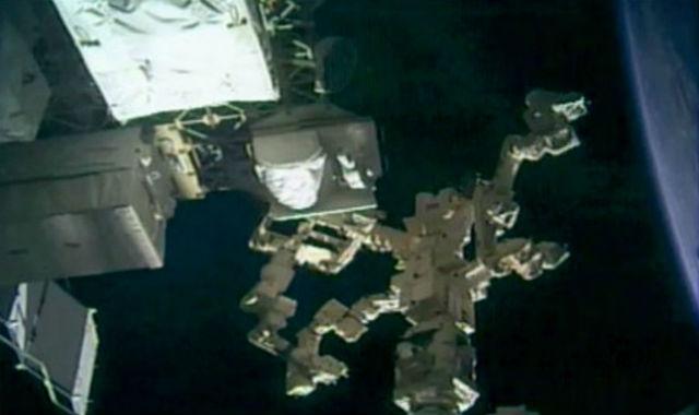 Установка OPALS на борт МКС (фото NASA JPL).