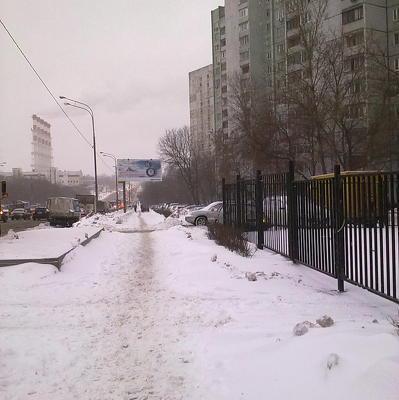 В Москве начали обрабатывать дороги реагентами