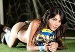 В футбол играют даже модели