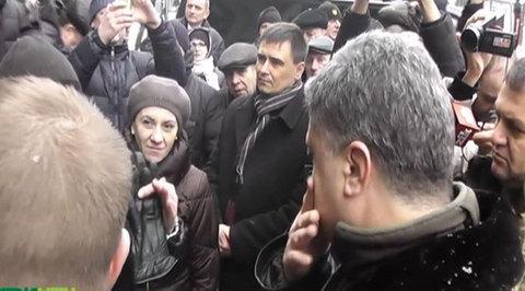 Жители Львова отказались пожимать руку президенту Украины