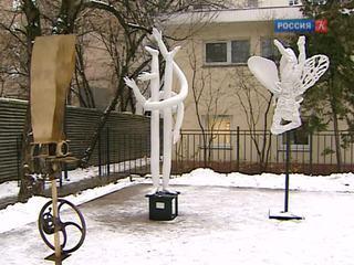 Выставка скульптур под открытым небом открылась в Доме архитектора