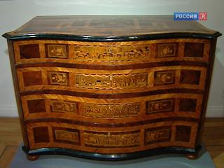 В Музее Пушкина на Пречистенке собрали лучшие образцы столярного искусства XVIII века