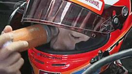 Мексиканский автогонщик ведет себя как сумасшедший