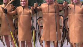 Чешские лыжники тренируются в карнавальных костюмах
