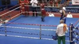 Боксер избил судью прямо на ринге