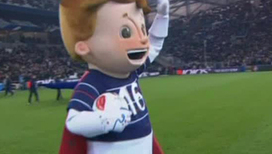 Мальчик в красном плаще стал талисманом Евро-2016