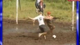 Футбол в грязи набирает популярность в Сети
