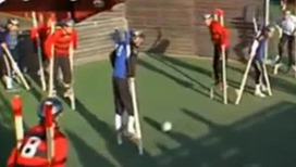 Футбол на ходулях становится популярным развлечением