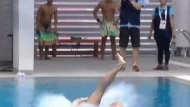 Как не надо прыгать в воду